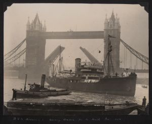 rss discovery ii leaving london, december 1929